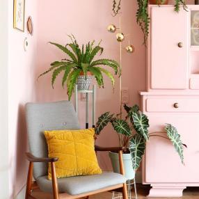 Розовое с золотом - беспроигрышное сочетание цветов для гостиной