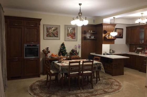 Кухня и гостиная дома в Подгорцах
